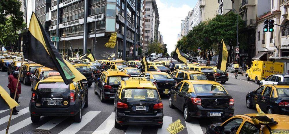 Taxistas movilizan contra la inacción gubernamental y las aplicaciones ilegales