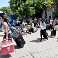 Buscan destrabar el conflicto con los maleteros antes de un fin de semana con pico de reservas