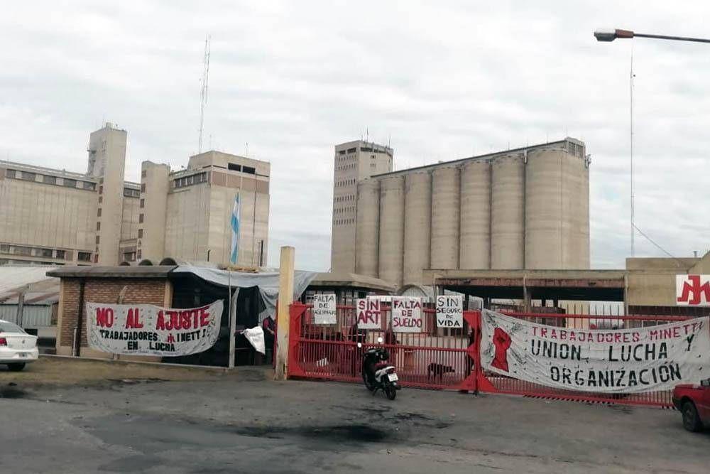 Aunque debe 6 meses de salarios, Minetti quiere desalojar a los empleados del molino