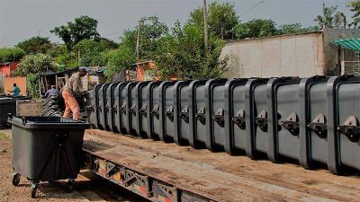 Entregaron 59 contenedores que se distribuirán en varios barrios de Paraná