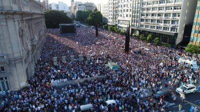 Con pedidos de justicia y acusaciones contra Cristina Kirchner, una multitud silenciosa se movilizó para recordar a Alberto Nisman