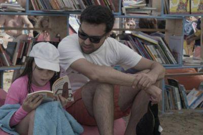 La biblioteca a la playa: se puso en marcha el plan nacional de lectura en la Costa
