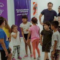 Abella visitó a los chicos que participan del programa