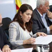 Mariel Fernández firmó el convenio para el desarrollo de centros comerciales a cielo abierto