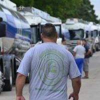 Sindicato de Camioneros inició paro y no circulan camiones con combustible