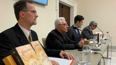 Bergoglio evitó que Benedicto XVI interviniera a los jesuitas en 2007