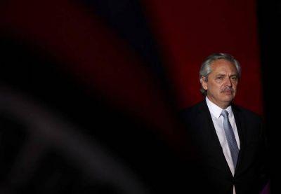 Alberto Fernández vuelve a la Casa Rosada, monitorea la negociación por la deuda y dentro de 72 horas viaja a ver al Papa