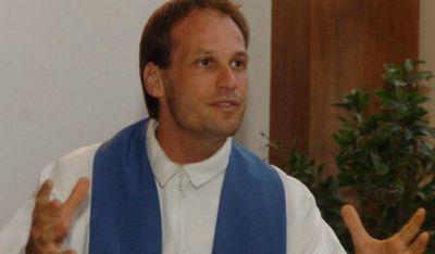 Así es el nuevo secretario particular del Papa: el joven y actual sacerdote uruguayo Gonzalo Aemilius