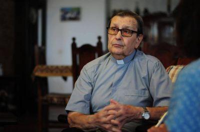 Visita y recuerdos de un cura catalán que dejó huella en el Colegio San Cayetano