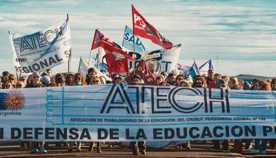 Arcioni les debe salarios desde julio y los docentes no iniciarán las clases en Chubut