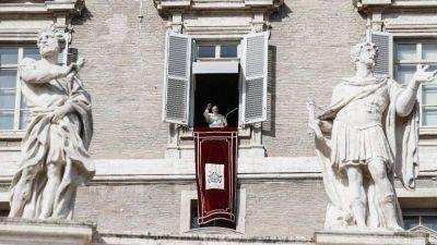 Ángelus: Miles de personas aplauden a los consagrados con el Papa