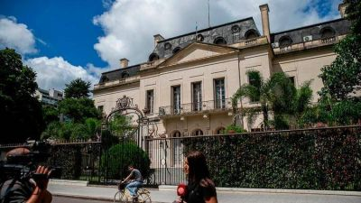 Deuda bonaerense: Kicillof extendió el plazo de negociación con los acreedores hasta el mediodía