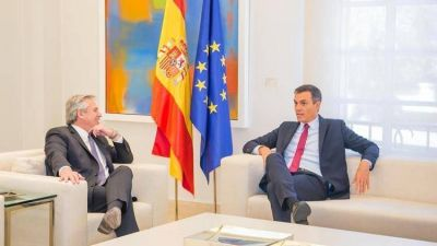 Alberto Fernández llegó a España para lograr que Pedro Sánchez apoye a la Argentina en la negociación con el FMI