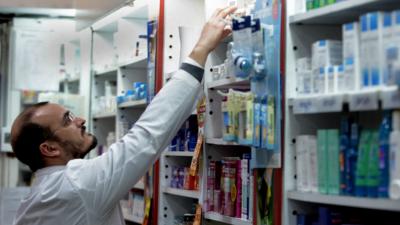 PAMI negocia la deuda con los farmacéuticos y pide más personal