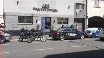 Santa Fe: la clínica Sagrada Familia echó a 50 trabajadores, y la provincia busca al dueño con la policía