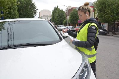 """Para los empleados de comercio, pagar el estacionamiento equivale a """"el alquiler de una casa"""""""