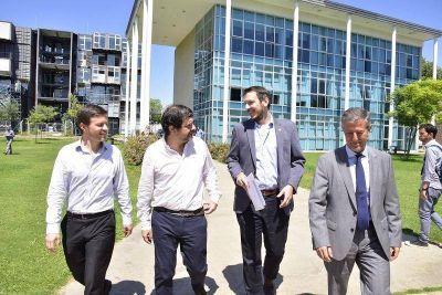 Moreira junto a Costa y Salvarezza, participaron del primer Encuentro de Producción, Ciencia y Tecnología