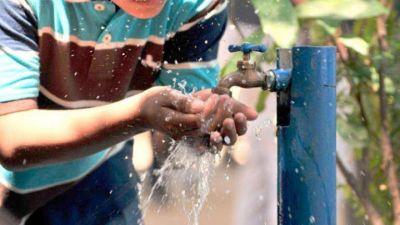 La Justicia dictaminó que AYSA contamina y deberá suministrar agua envasada a un vecino
