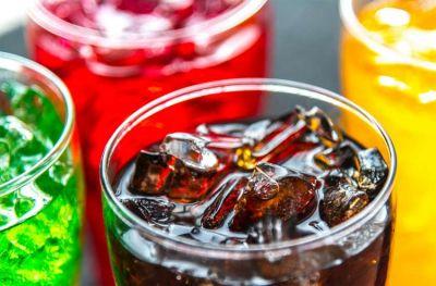 No deberías consumir tanta bebida azucarada, y este es el por qué