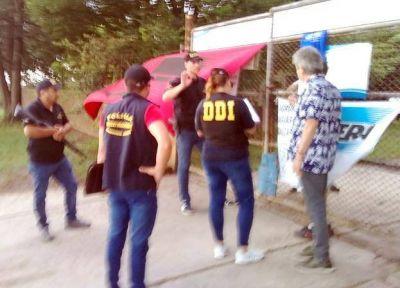 Denuncian amedrentamiento de policías de la DDI por reclamo obrero en Aguas de Balcarce