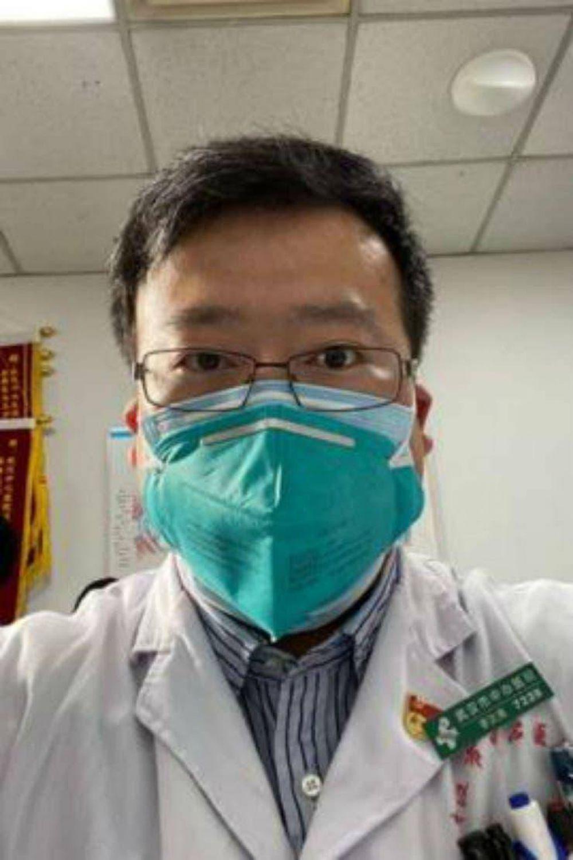 El hospital de Wuhan confirma la muerte del joven médico que trató de alertar sobre el nuevo coronavirus
