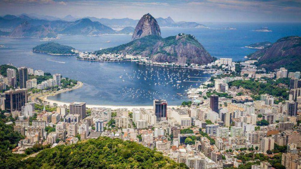 Crece la demanda de agua embotellada en Río de Janeiro por falta de agua corriente