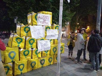 Glovo bloqueó a los trabajadores que reclamaron aumento y este lunes habrá una gran manifestación