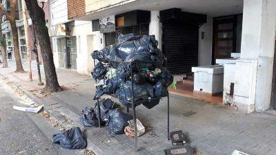 Quejas por el fracaso del plan de contenedores de Julio Garro: el centro platense está colmado de basura