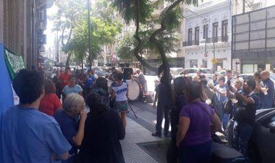 Gremio de la Osplad marchó hacia Trabajo en demanda del cobro de salarios adeudados