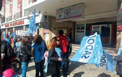 Maestros privados marplatenses denuncian la falta de pago de los salarios del Colegio del Quilmes