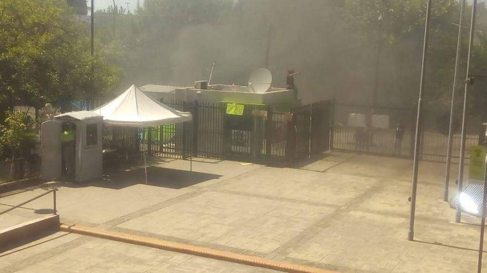 Quilmes: Militantes defraudados con Mayra Mendoza queman gomas en la puerta de la municipalidad