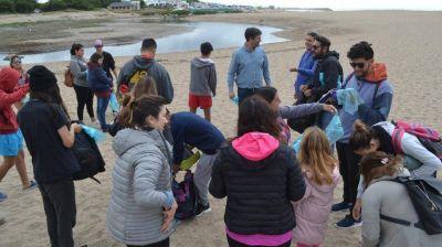 Miramar realizó una jornada de limpieza de playas