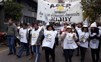 Maestros jujeños le piden a Morales recuperar el poder adquisitivo en la discusión paritaria