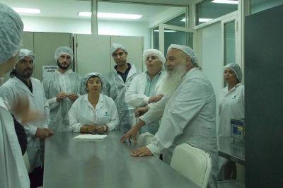 El laboratorio recuperado Farmacoop recibió el apoyo de Desarrollo para empezar a producir