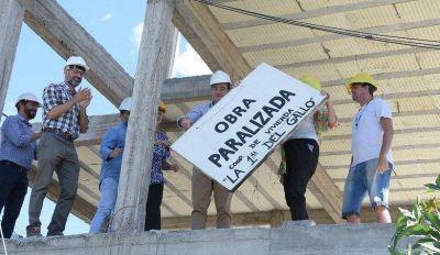 Morón | Lucas Ghi visitó obras de viviendas que el macrismo había paralizado