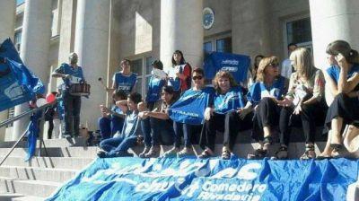 Las protestas por la demora en el pago a estatales en Chubut movilizaron hasta Jueces, fiscales y defensores