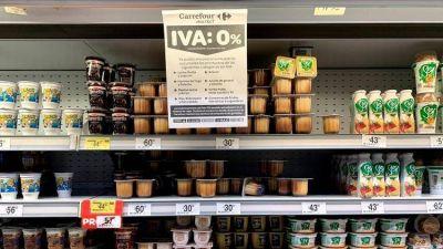 Anuncian devolución del IVA para jubilados que cobran la mínima: será en la compra de alimentos y tendrá un tope de $700 por mes