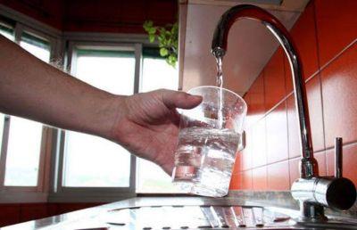 Reparten agua segura en Pergamino y piden un informe urgente por agroquímicos en la región