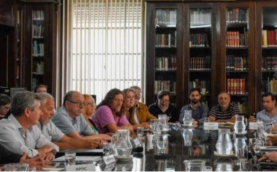 Estatales rechazaron otra vez la oferta salarial de Kicillof y este martes continúa la negociación