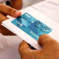 Ya se entregaron 500 mil tarjetas alimentarias: el 30% de los 70 mil millones de pesos que inyectará al consumo