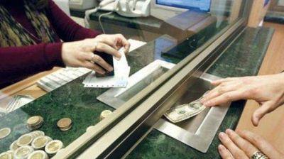 El dólar turista supera por primera vez los $83 tras la fuerte suba del mayorista