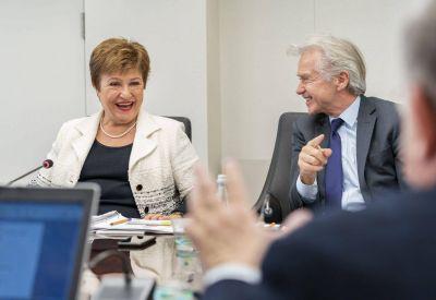 Guiño al Gobierno y presión a los bonistas: el informe del FMI tras su estadía en la Argentina
