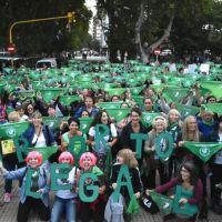 """Mar del Plata se sumó al """"pañuelazo verde"""" en reclamo del aborto seguro, legal y gratuito"""