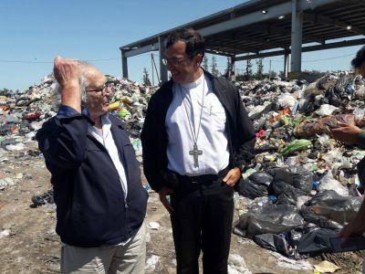 Obispo Mestre y Perez Esquivel en el basural: «no es digno sobrevivir en la miseria»