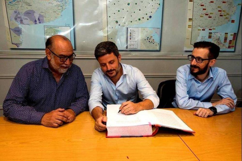 El ministro Simone formalizó la designación de Germán Ciucci como presidente de ABSA