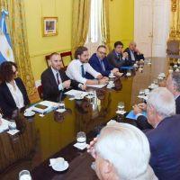 Apoyo de empresarios y sindicatos a la negociación con el FMI