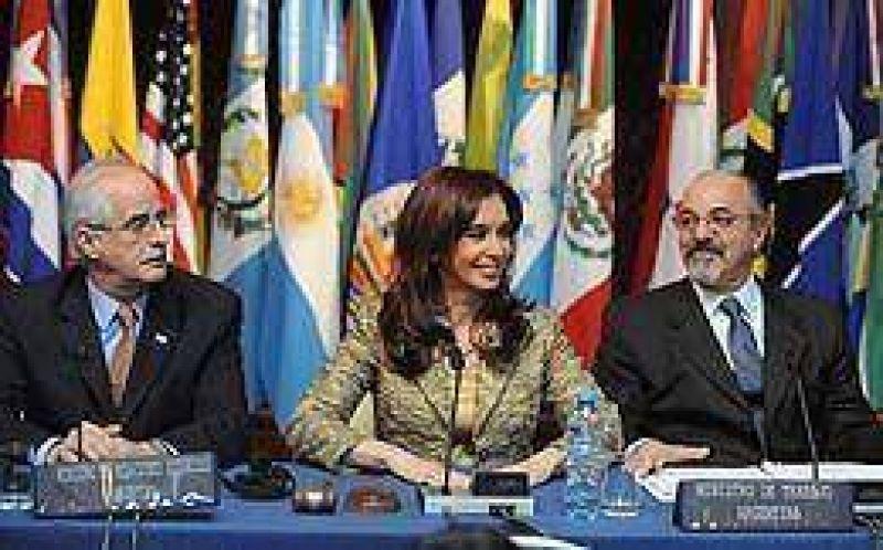 Ante ministros de Trabajo, Cristina defendió políticas contra la crisis y criticó la flexibilización laboral