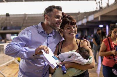 """Achával: """"Más de 11.000 familias empiezan a recuperar la dignidad en su mesa"""""""