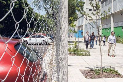 Escuela alambrada: el Gobierno porteño niega información pública a una jueza