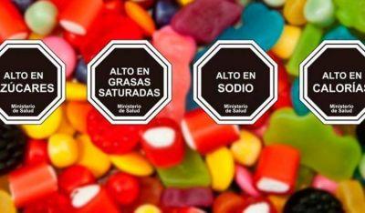 Legislación chilena de etiquetado redujo el consumo de bebidas azucaradas en un 24%
